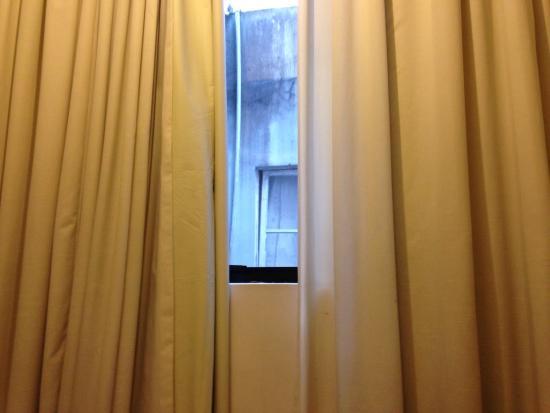 Hotel Farol da Ilha : Janela do quarto