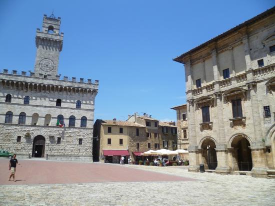 Strada del Vino Nobile di Montepulciano e dei Sapori della Valdichiana Senese: Praça da cidade de Montepulciano