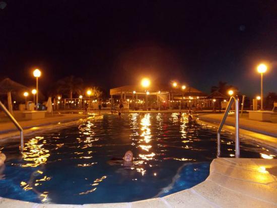 Termas Villa Elisa: Pileta principal de noche