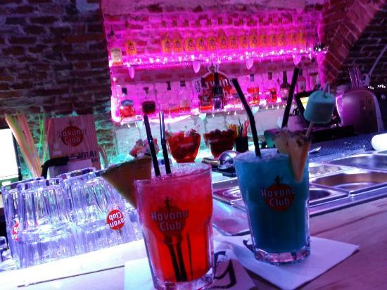Studio 54 Cocktails & Pintxos Bar: Pink (vodka) / orange blue (rhum)