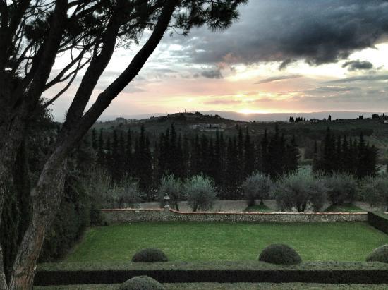 Castello del Nero Hotel & Spa : Dusk in Tuscany