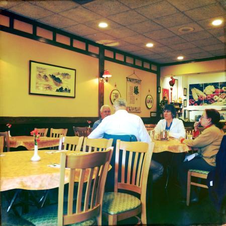 Yuan Fu Vegetarian: Inside the restaurant
