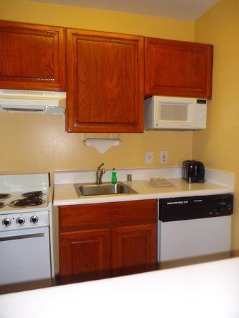 TownePlace Suites Houston NASA/Clear Lake: Kitchen