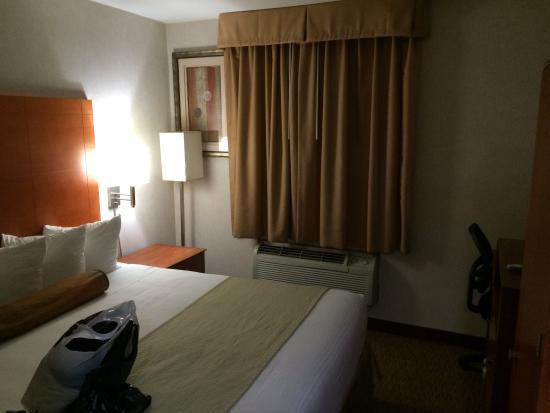 Best Western JFK Airport Hotel: Room on 4th Floor