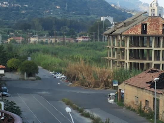 Vibo Marina, Italia: Panorama dalla finestra dell'Hotel a settembre '14