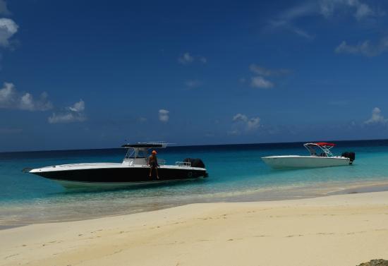 Zatoka Simpson, Sint Maarten: Our fleet in a wild beach of Anguilla