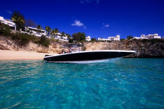 Zatoka Simpson, Sint Maarten: 38ft Fountain Open in Long Bay, St Martin