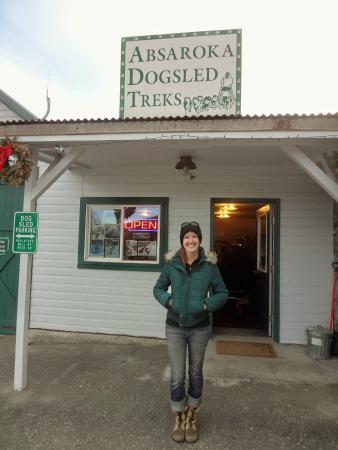Absaroka Dogsled Treks: Hannah welcoming us.