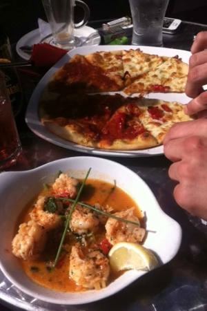 Villaggio: king prawn and garlic bread