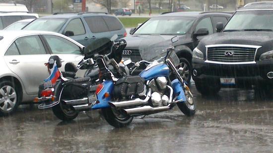 Super 8 Mundelein/Libertyville Area: Мы обедали в кафе Арарат, пока на улице шел ливень