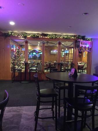 Golf Farm: Bar area and separate dining room