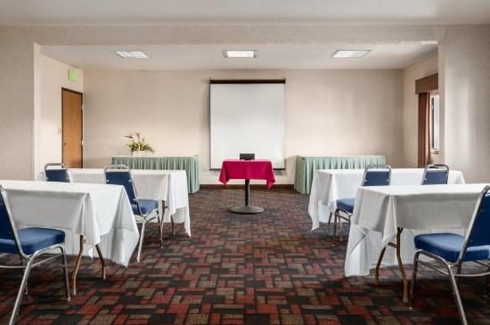 Ramada Kent Seattle Area: Meeting Room