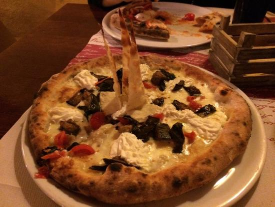 Luna Rossa: Pizza Reginella
