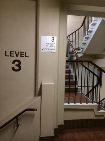 Mercure Grosvenor Hotel: Elevator U003e Hallway  U003e Stairs  U003e Stairs  U003e