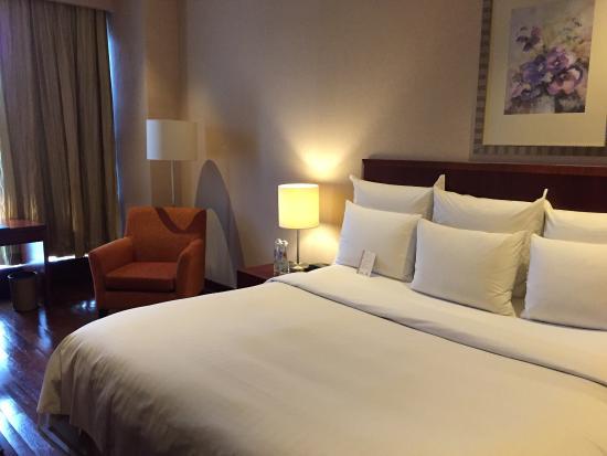 The Mayflower, Jakarta - Marriott Executive Apartments: The bedroom