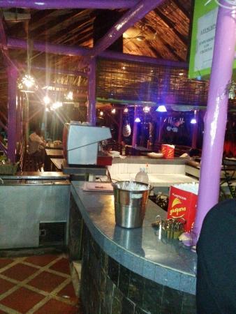 Sharks Beach Bar El Yaque: De noche