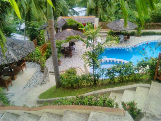 Tribal Hills Mountain Resort: to the swimming pool area