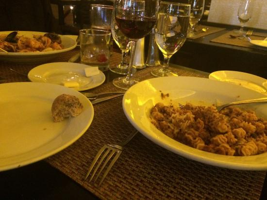 Glass House Tavern : Seafood spaghettini and lamb bolognese...delicioso!