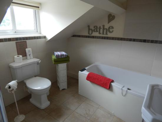Heidi's Grasmere Lodge: Relaxing bath