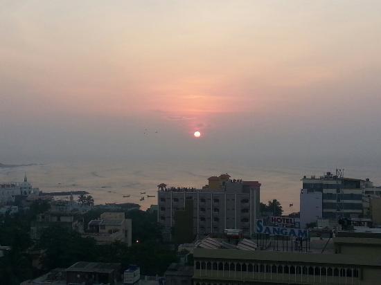Triveni Tourist Home: Sunrise   vew in top of triveni hotel
