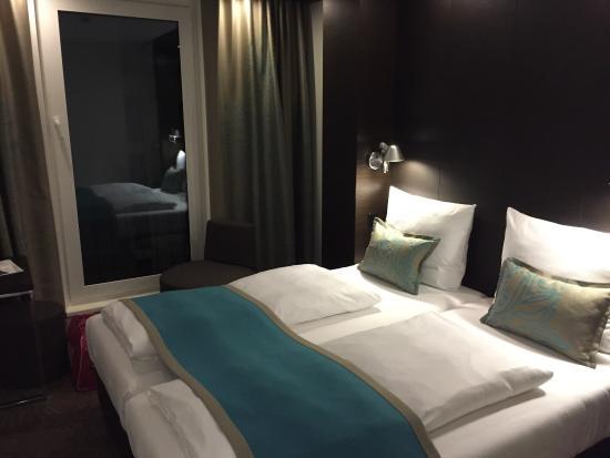 gem tliches bett bild von motel one bremen bremen. Black Bedroom Furniture Sets. Home Design Ideas