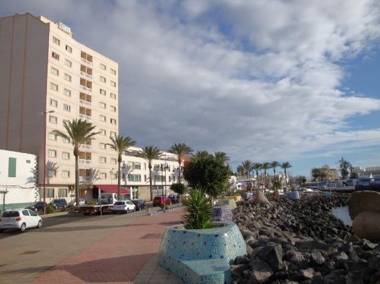 JM Puerto del Rosario : Hotelansicht von der Strandpromenade aus