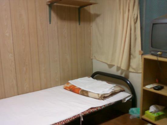 Minshuku Green House: 部屋の広さは4畳程度です