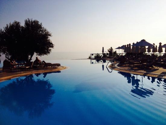 Nea Moudania, Grecia: Fabulous pools and views