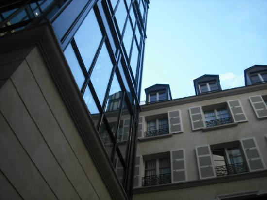 Hotel Lotti Paris: Atrium view