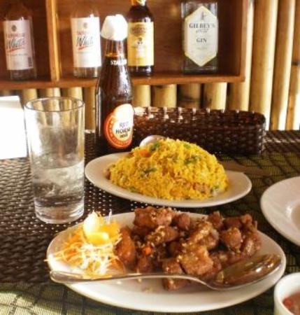 Mamita'sGrill Boracay: свинина и рис