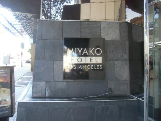 Miyako Hotel Los Angeles: ホテル看板