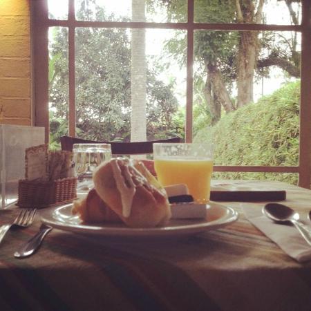 Pousada Villa Luna: Café da manhã maravilhoso com uma vista incrível