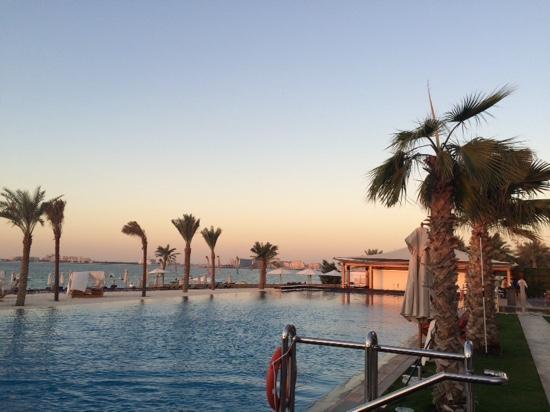 Doubletree By Hilton Hotel Dubai Jumeirah Beach Sunset Pool