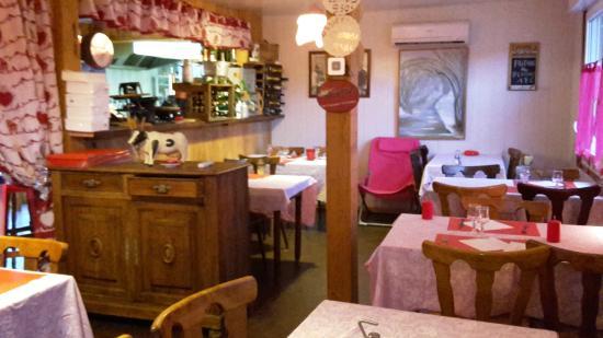 Fourbanne, Francia: trop mignon l'intérieur ! 25 places assises disponibles