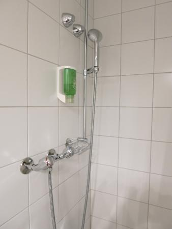 Hotel Baren am Bundesplatz: Shower