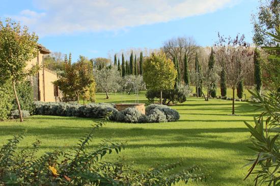 Country House Croce di Bibbiano: giardino