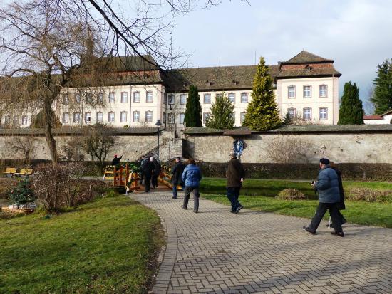 Church of St Peter im Schwarzwald: Aan de parking aangekomen krijgen we dit zicht.