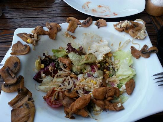 Pepe Rosso: Lousy salad which have more and more mushroom than chicken.