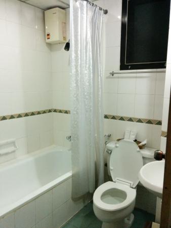 Sara Inn : Clean shower