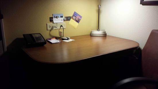 Hyatt Place Garden City: Desk