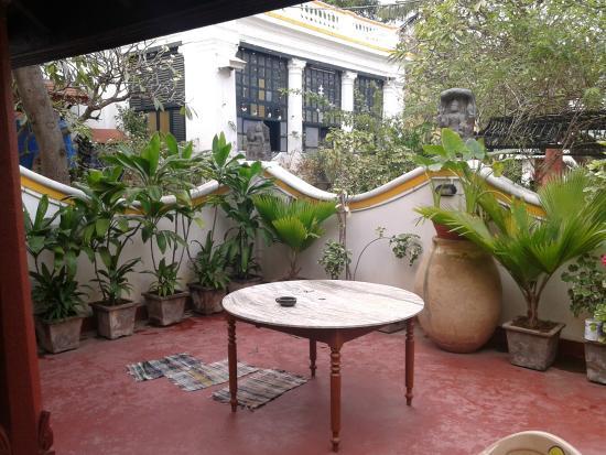 Dumas Guest House: Inside Garden