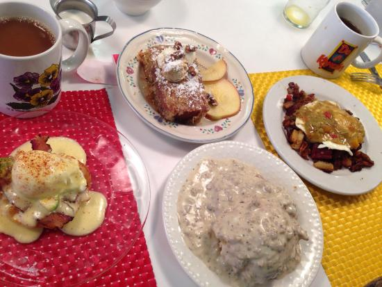 Doo-Dah Diner: The Triple D with a side of biscuits and gravy.