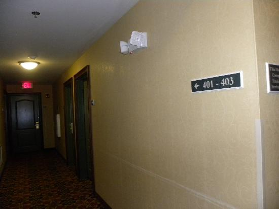 Country Inn & Suites by Radisson, Athens, GA: dark cubby hole Rms 401-403 (other floors probably follow suit)