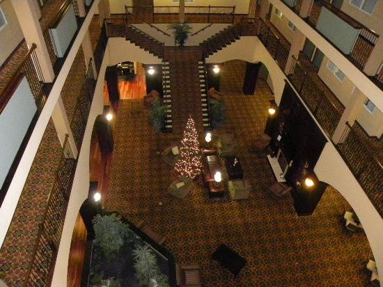 Country Inn & Suites By Carlson, Athens: lobby at Christmas time