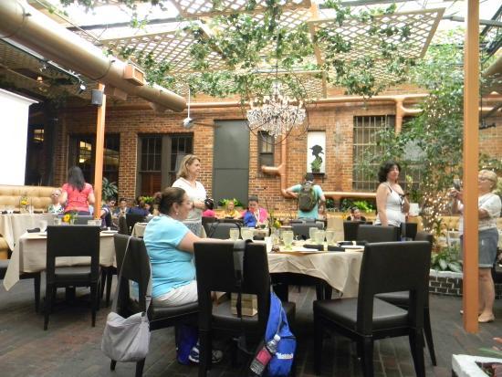 Park Plaza Gardens : disposição das mesas