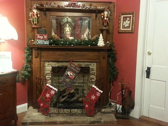White Oak Manor Bed and Breakfast : Fireplace in front parlor