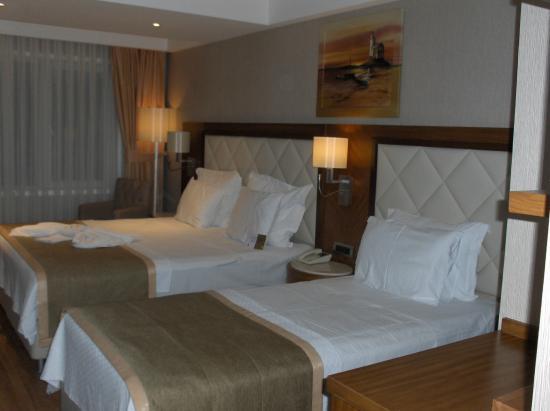Blue Regency Hotel: 3-Bett Schlafzimmer