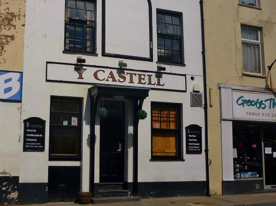 ‪The Castle / Y Castell Pwllheli‬