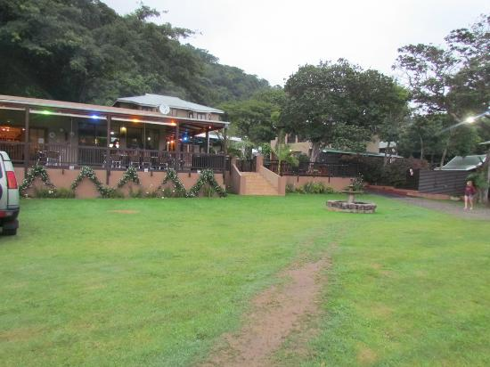 Port St John's River Lodge : View of the dining area, pool and bar.