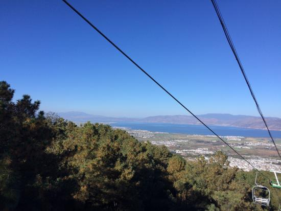 Mt.Cangshan and Erhai Lake Scenic Resort : View going down on the Chair Lift over the Town and Lake